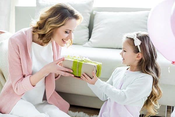 Hvad skal jeg give min mor i fødselsdagsgave?